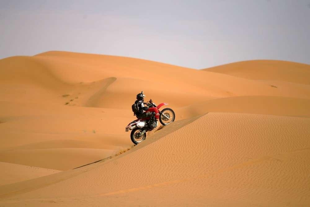 Po pustyni na motocyklu